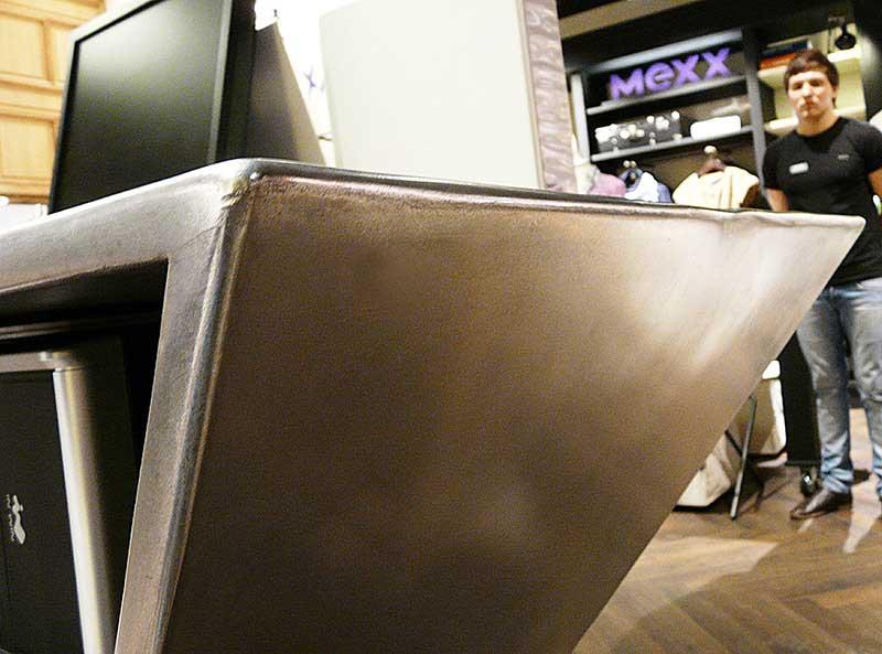 METAAL-4b-Aluminium-retail-desk